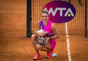 Simona Halep a câștigat trofeul turneului de la Roma